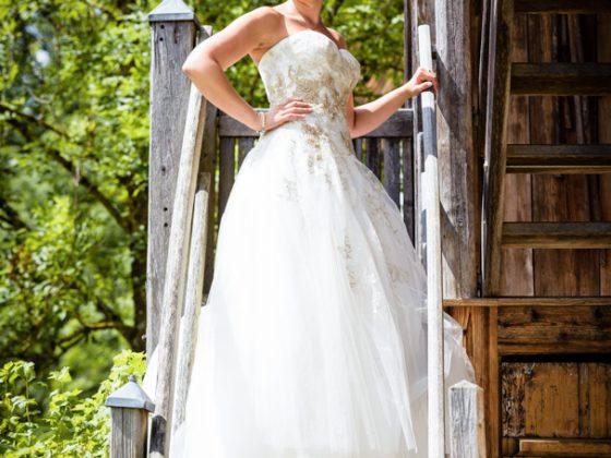 Hochzeitsfotograf Allgaeu Braut Holztreppe