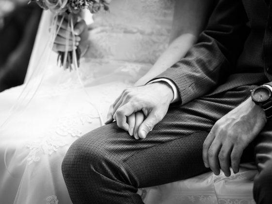 Hochzeitsfotograf Allgaeu Details Haende Trauung