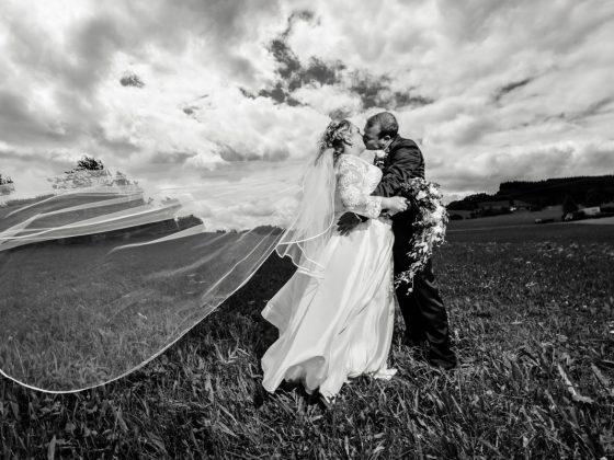 Hochzeitsfotograf Kempten Wiggensbach Brautpaar Wiggensbach Wiese