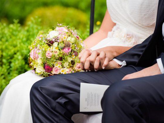 Hochzeitsfotograf Kempten Details Brautpaar Haende